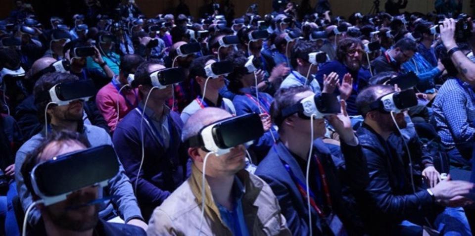 コンサート、お金払ってVRで参加しますか? 仮想現実ビジネスの可能性模索へ