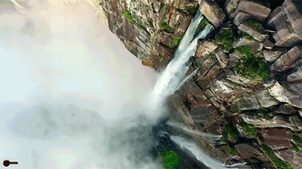 世界最大級の滝、エンジェルフォールを上から見る