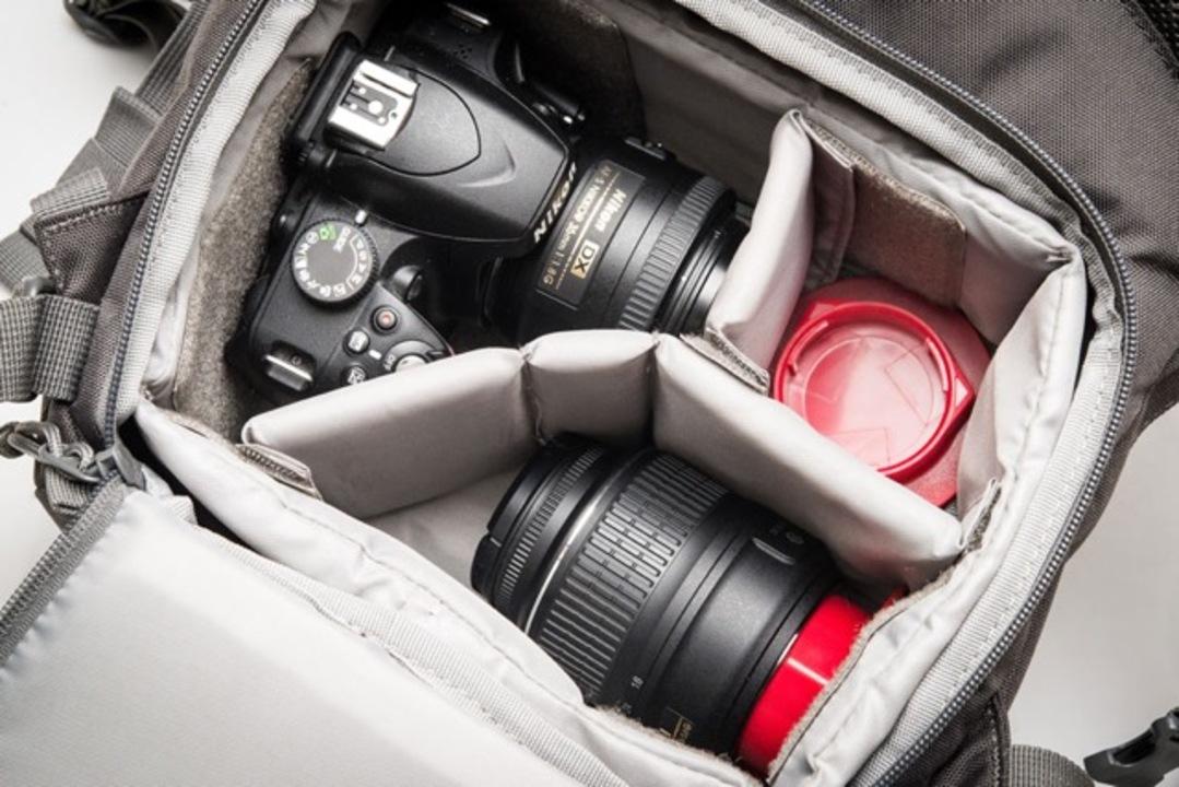 カメラバッグをレンズリアキャップにすればレンズ交換が早くなる