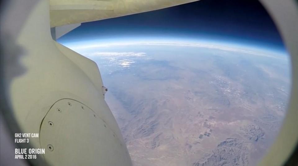 ジェフ・ベゾスのロケットで、宇宙からの地球帰還を体験してみよう