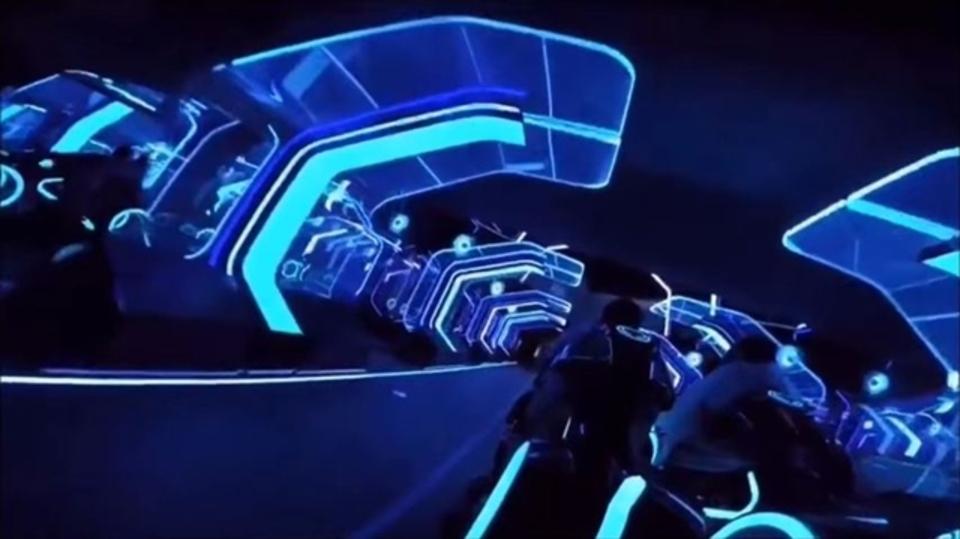 映画「トロン」のジェットコースターを一人称視点で体験してみよう