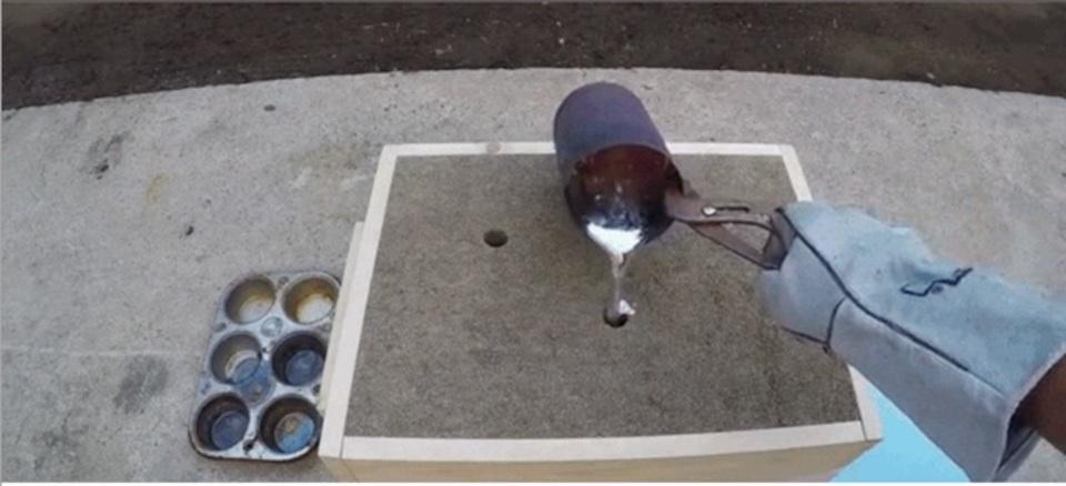 ドロドロのアルミニウムでフライパンを作ったら?