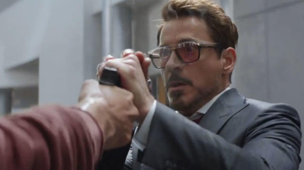 「シビル・ウォー/キャプテン・アメリカ」でトニー・スタークが使っているスマホがしょぼい