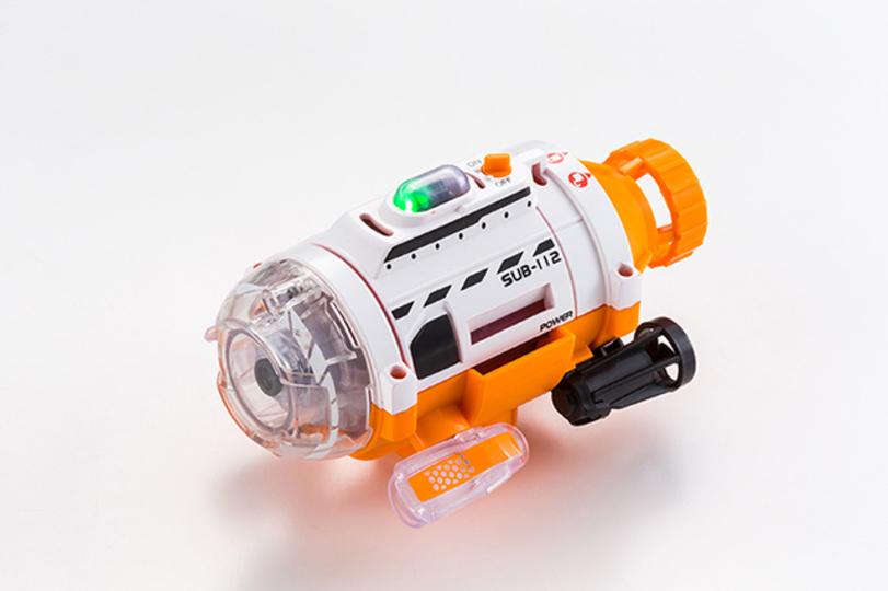 水中ドローンみたいに操作して撮影もできる、本格的な潜水艦おもちゃ