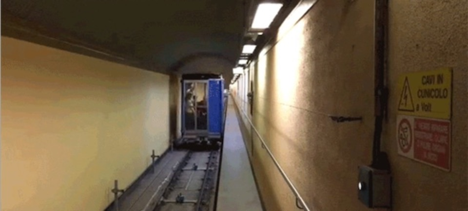 縦にも横にも動くエレベータ