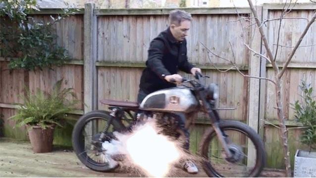 盗まれそうになると爆発するバイクアラーム