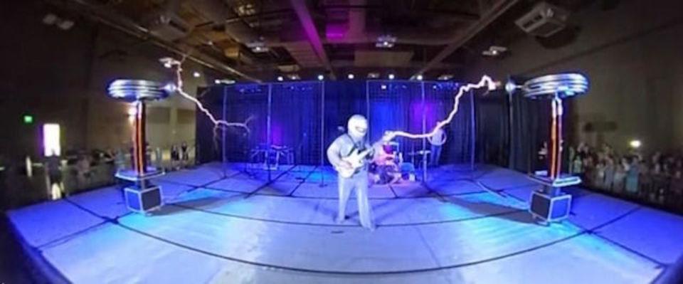 電気の奏でる音楽、歌う巨大テスラコイルを360度動画で