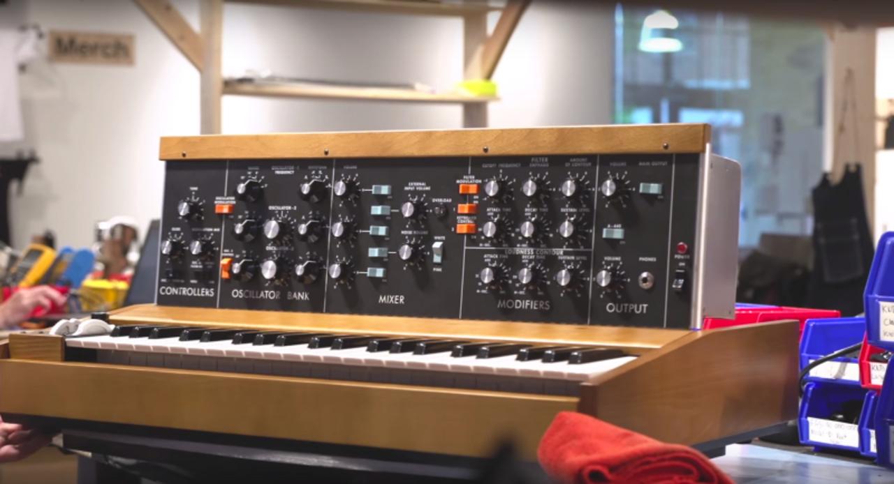 Moogの伝説的シンセサイザー「Minimoog Model D」が限定的に復活! 一般販売もあるかも?