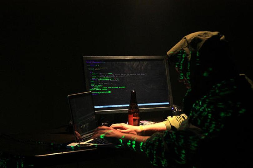 賛否両論…。銀行から盗んだお金を、反IS組織に寄付したハッカー