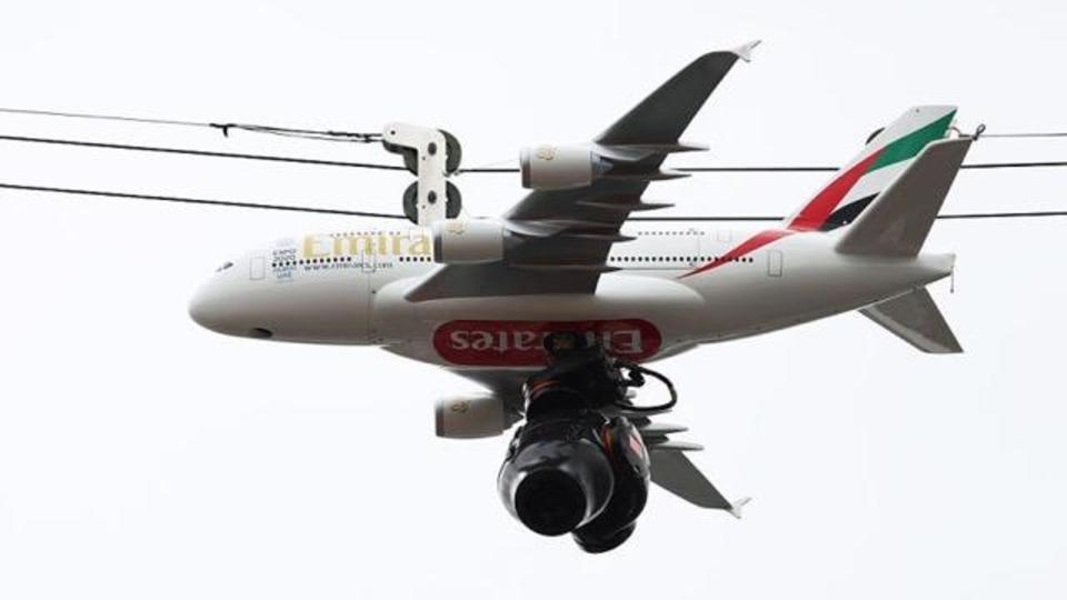 「良い広告スペース見っけ!」全仏オープンでスパイダーカムが飛行機デザインに