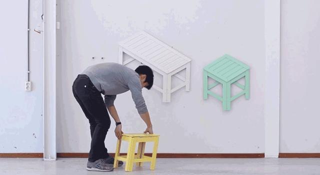 壁にかけてある椅子の絵を開くと…ちゃんと使える椅子に!
