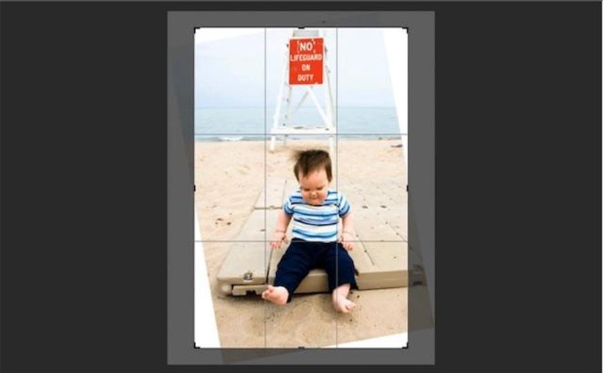 Photoshopの新機能「Content-Aware Crop」画像回転で生まれる余白の部分を自動補正してくれます