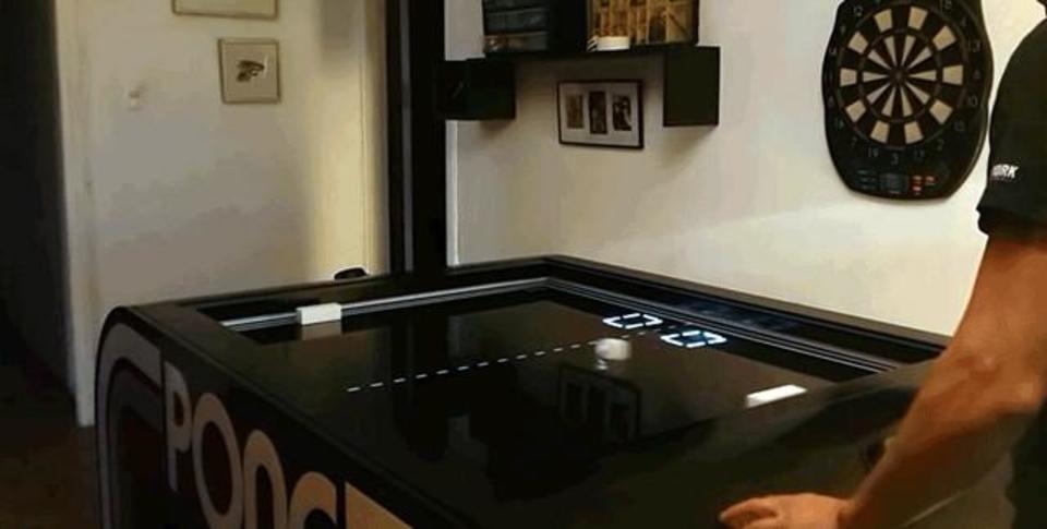 ローテクとハイテクの邂逅。懐かしゲーム、アタリの「Pong」をリアルに作ってみた