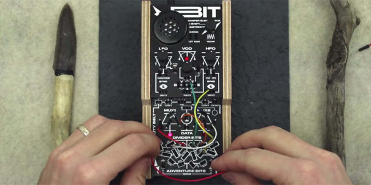 超多彩なパッチングが楽しめるマイク搭載コンパクトシンセ「bitRanger」