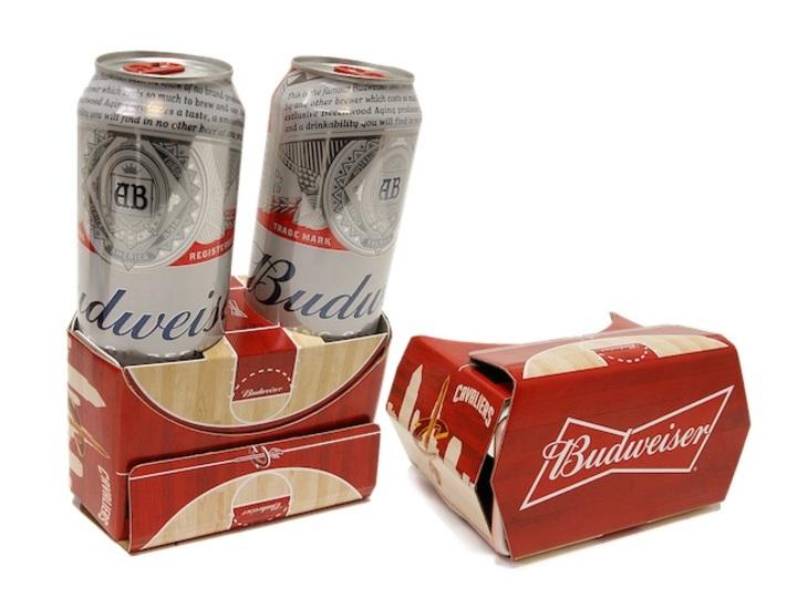 Beer & VR。バドワイザーコラボのビール紙箱型VRヘッドセット