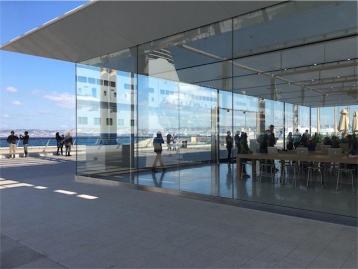一度は行ってみたい! 海を臨むApple Storeがフランスにオープン