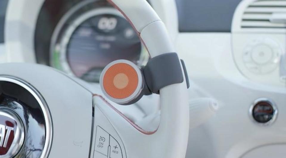 車のハンドルからノールックでiPhoneを遠隔操作しよう