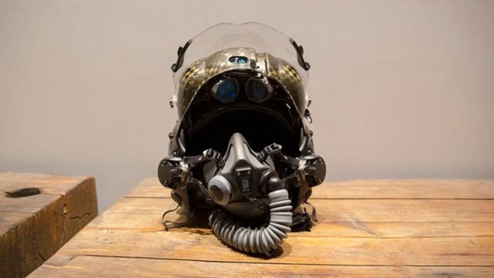 4400万円もするF-35専用のヘルメットをハンズオン。もちろんただ高級なだけじゃない
