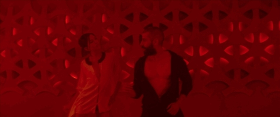 オスカー・アイザックがありとあらゆる曲で踊る姿をご覧ください