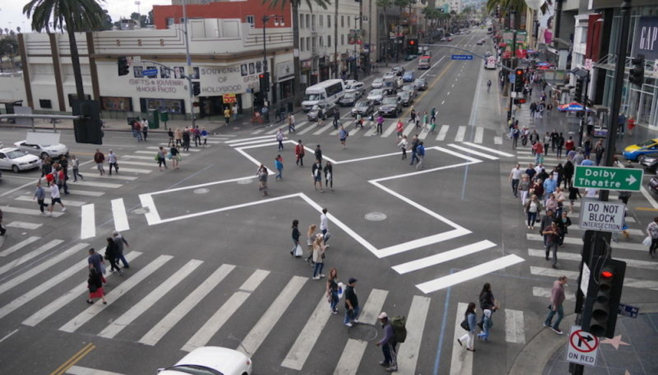 ハリウッドで最も危険な交差点。そのシンプルな解決策とは