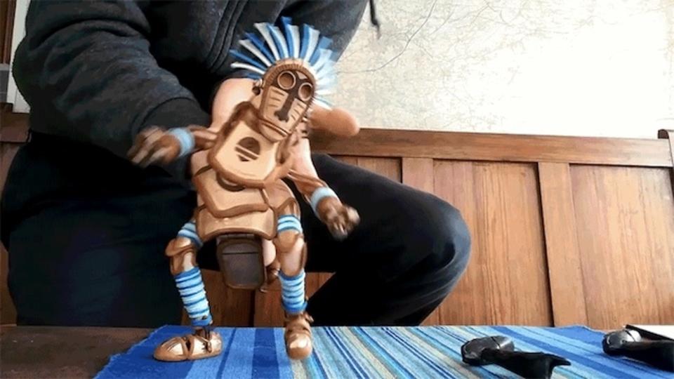 まるで生きているかのように踊る操り人形。2カ月のDIYで作り上げたとは思えないクオリティー