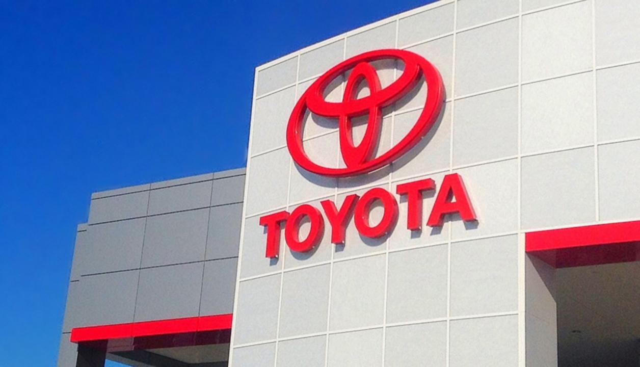 トヨタとKDDIがコネクテッド・カーで協業。日米で展開へ