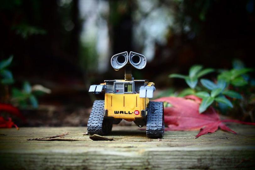 ロボットに「痛み」を教える実験が見ていてツライ