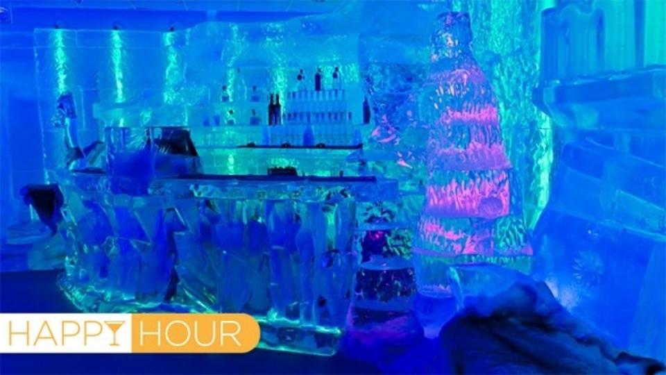 壁もテーブルもグラスも全部、氷でできたアイス・バーが砂漠の真ん中で営業中