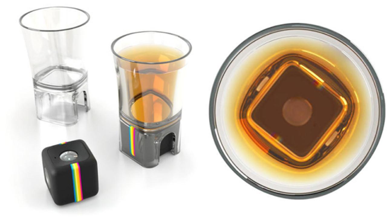 イッキ飲みされる気分になれる。ショットグラス型カメラマウント