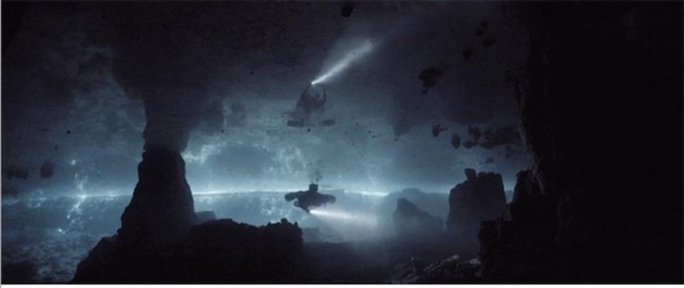 洞窟ダイビングはまるで別世界にいるよう