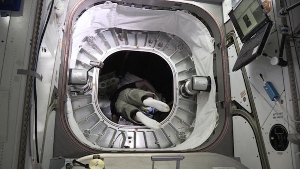 宇宙のふくらむ家「BEAM」に初めて人が入りました
