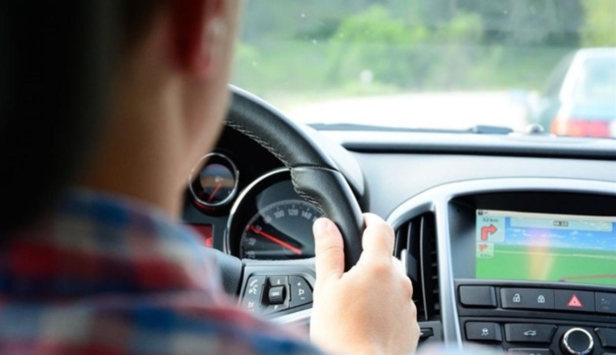 人間の脳には「自動運転」が備わっている(ただしスマホながら運転では効かない)