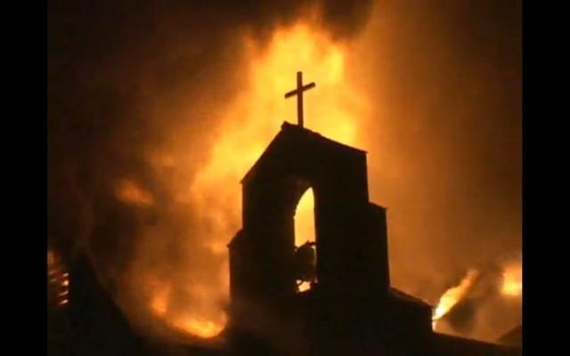 ヘヴィメタルの陰謀論・燃える教会