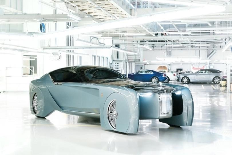 ハンドルもブレーキもなし。ロールス・ロイスが発表したドライバーレス車が未来的すぎる