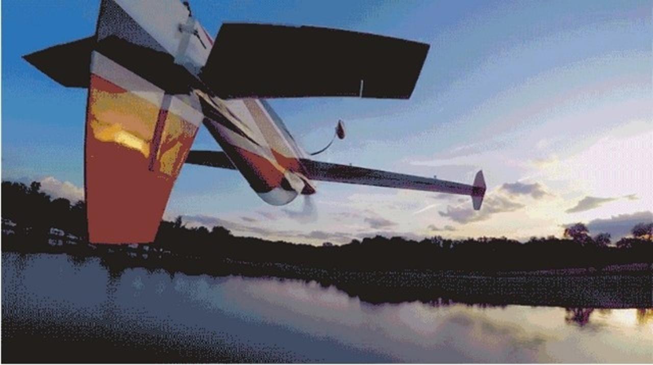 凄腕ドローンパイロット。ラジコンの曲芸飛行を正確に追いかける映像がスゴイ