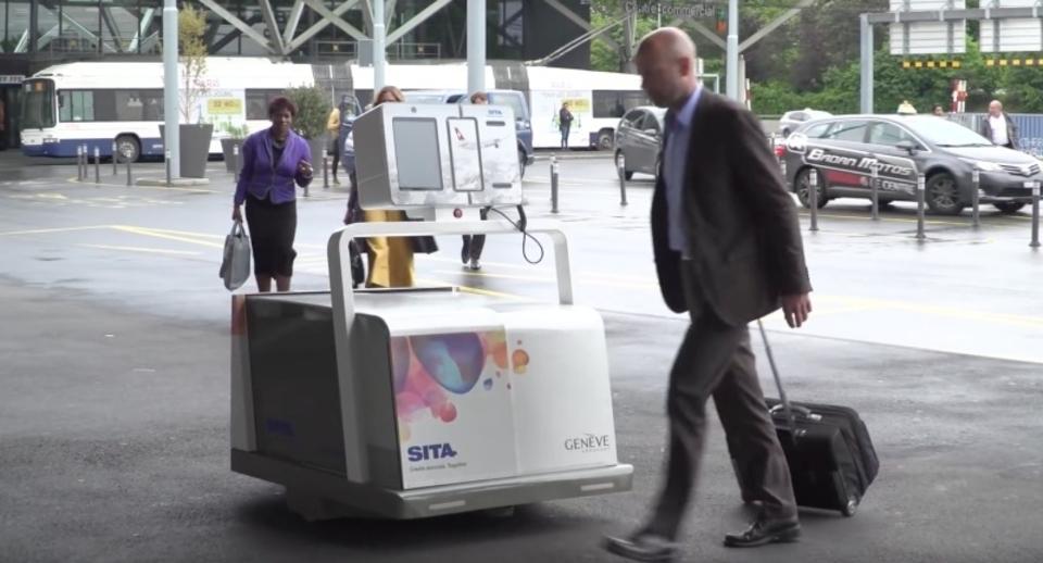 その預け入れ荷物、空港を徘徊するロボットにお任せください