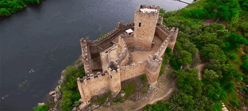 ドローン空撮で見るヨーロッパの城、城、城