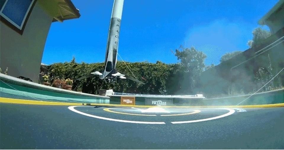 思わず手に汗。水上着陸するFalcon 9のミニチュアが本物と見紛うレベル