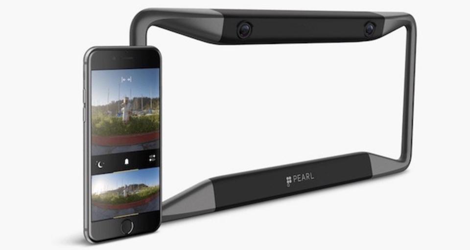 ナンバープレートにペタッ。元アップル社員が開発したバックカメラがイカす