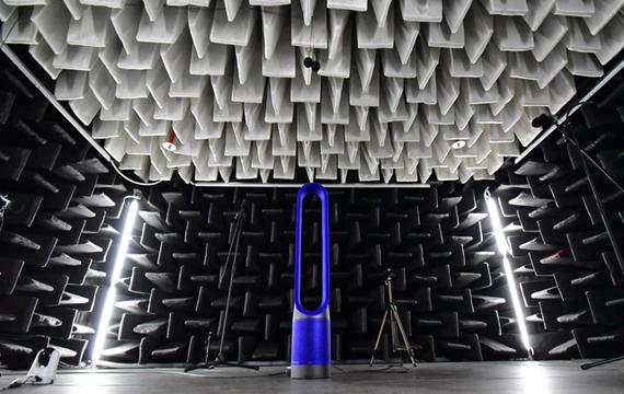 半無響室、スモークテスト…ダイソンの羽根のない扇風機がうまれるテストファクトリーがすごい