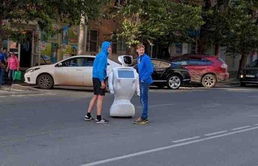 人間みたいなロボットが増えたので、保険料や税負担を求める法案が登場!