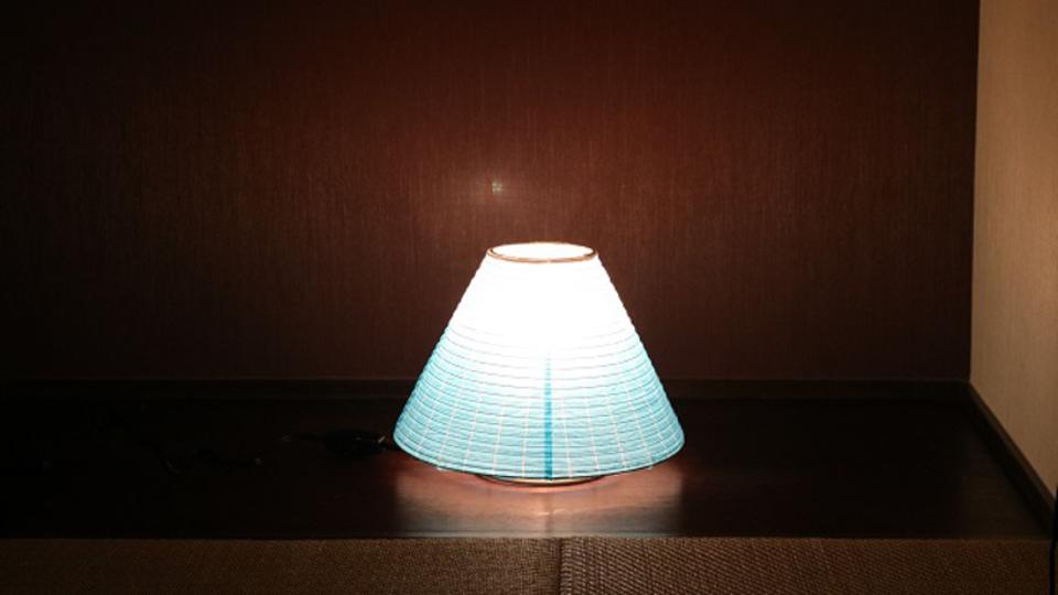 和紙の風合いを大切にした富士山型の提灯「テーブルランプ・富士山」