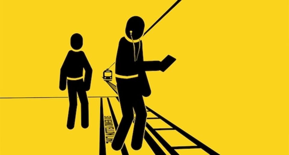 ロサンゼルス地下鉄による、歩きスマホなどの禁止をよびかけるCMがやりすぎ