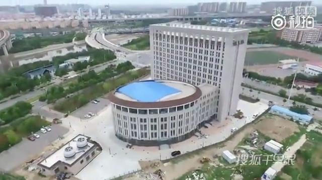 中国の大学が建てた新しいビルが「便器」に酷似