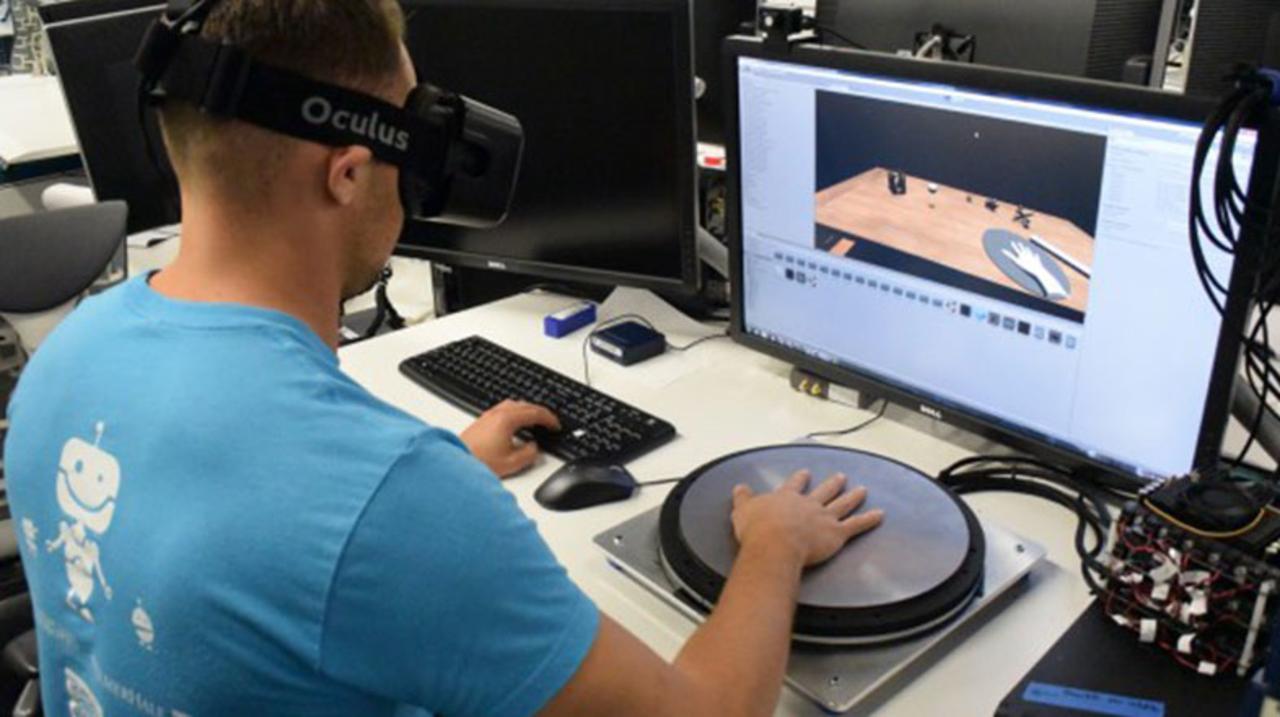 振動を伝える、方向まで伝える。Oculusが開発中の新しいVR技術が妄想をかきたてます