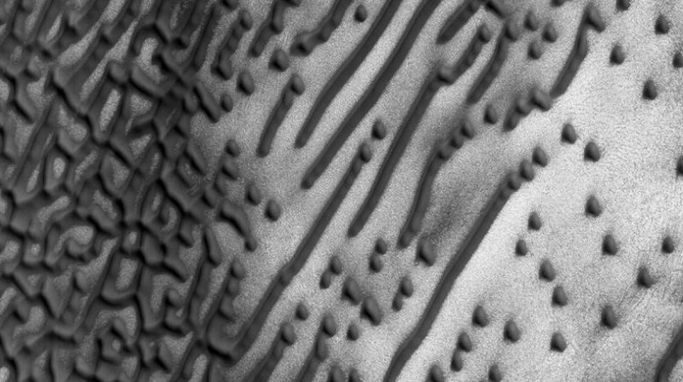 君は解読できるか? 火星に現われたモールス信号の謎…