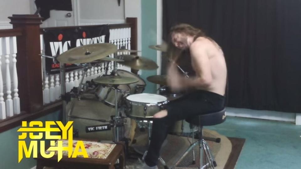 メタライズ・ドラムの達人が演奏する「ワンパンマン」
