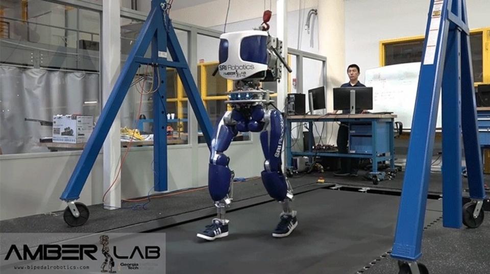 ジョージア工科大学の二足歩行ロボット、酔っぱらいよりはうまく歩ける