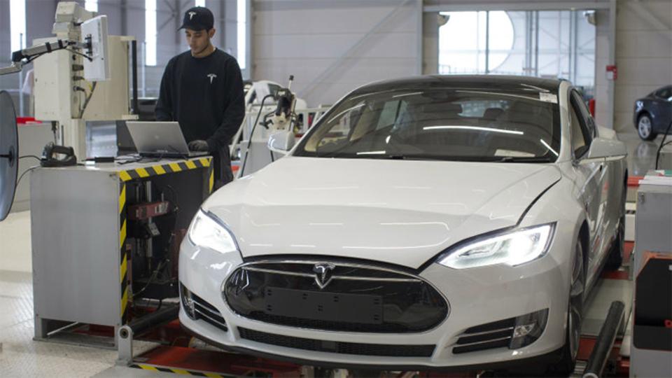 Teslaのオートパイロットによる事故。責任は誰にあるのか?