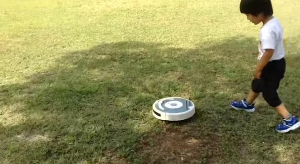 なんだこれ! 超高速で移動するルンバが発見される